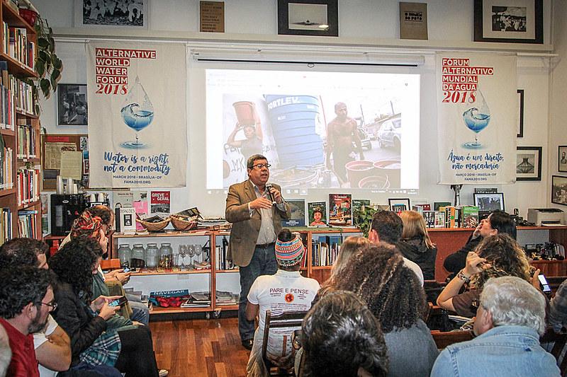 Edson Aparecido discursa durante o chamamento público para o Fórum Alternativo Mundial da Água, em São Paulo