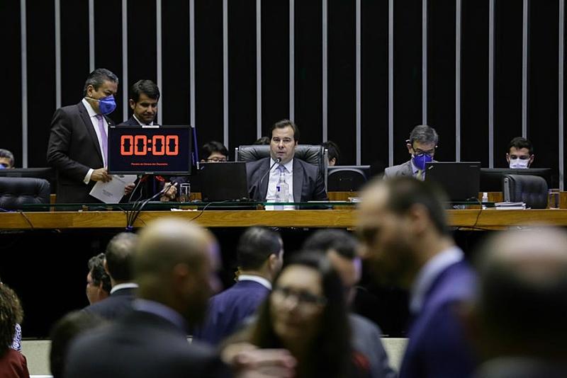 Câmara aprova auxílio de R$ | Uma visão popular do Brasil e do mundo
