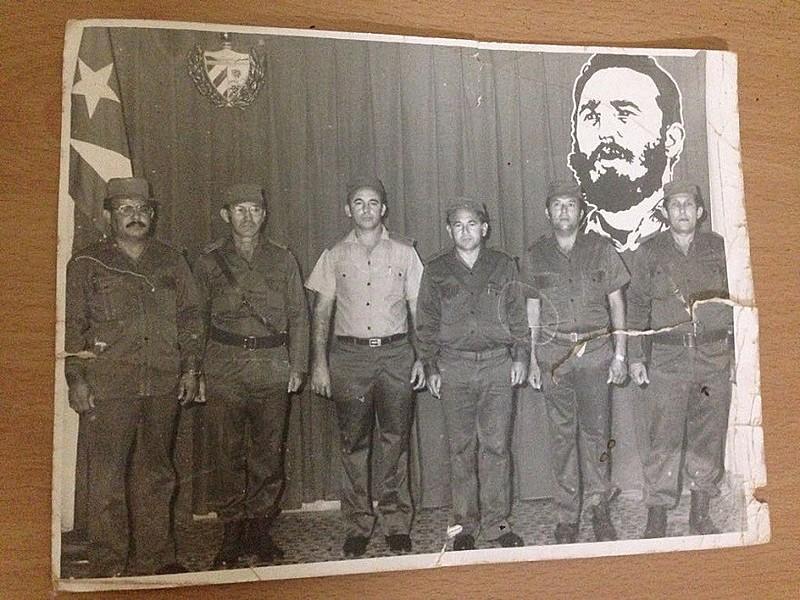 Zerquera, o primero da esq. para a dir., lutou com Fidel durante invasão da baía dos Porcos