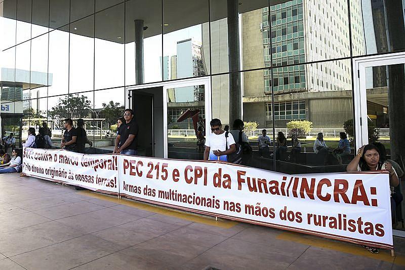 Indígenas e servidores impedem acesso à sede da Funai, no mês de julho