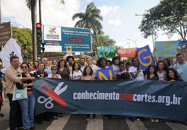 En la Universidad de Minas Gerais, los docentes crearon una campaña para denunciar los recortes presupuestarios