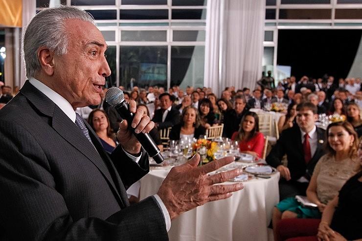 Michel Temer discursa durante jantar oferecido aos parlamentares