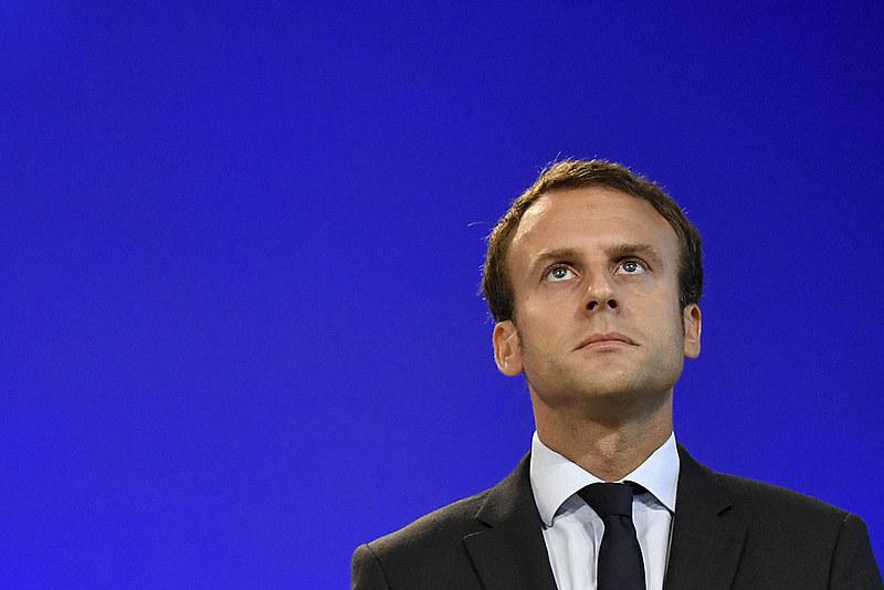 """""""Nossa casa está queimando. Literalmente. A Amazônia -- os pulmões que produzem 20% do oxigênio do planeta -- está em chamas"""", disse Macron"""