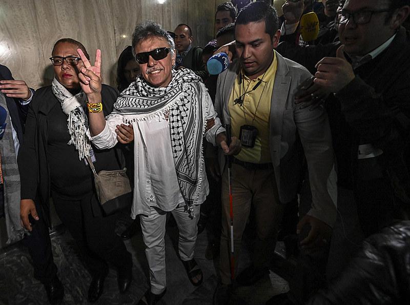 Santrich esteve preso acusado de envolvimento com o narcotráfico. Assumiu uma vaga no Congresso 11 dias após ser solto por falta de provas