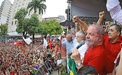 Lula participou de ato político neste sábado (2), em Fortaleza (CE).