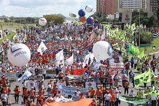 Organizers estimate 150,000 protesters in Brasilia are demanding direct elections