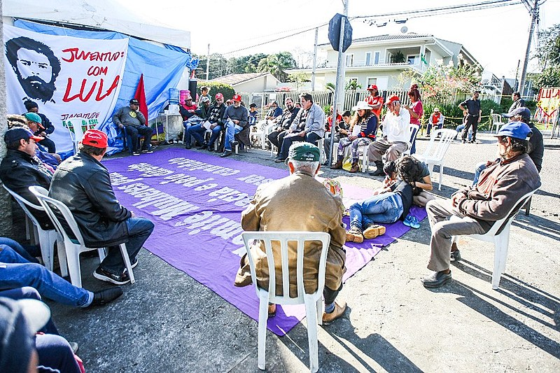 Roda de conversa entre os integrantes do MST e do Sindicato dos Bancários de Curitiba.
