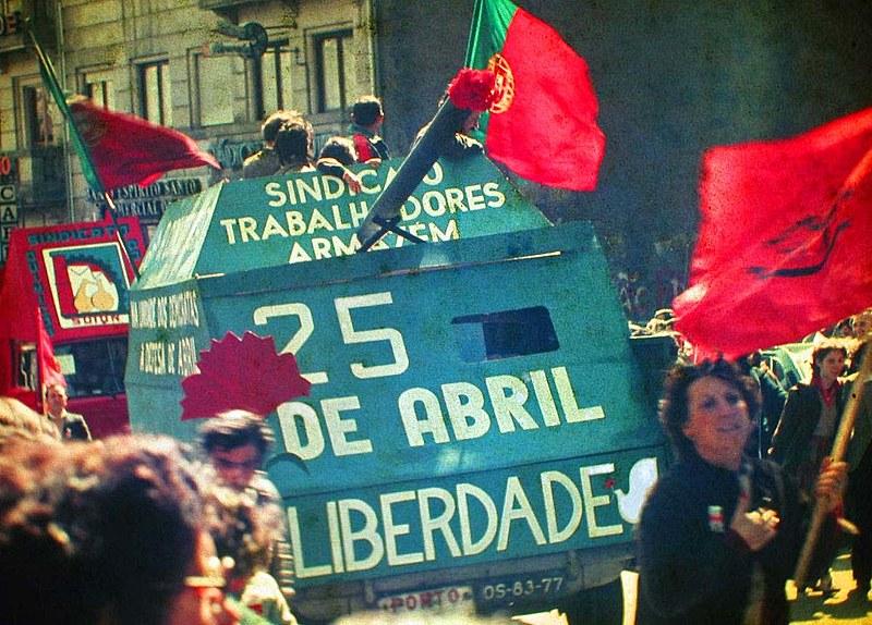 """A Revolução dos Cravos em Portugal, se iniciou com Salgueiro Maia convocando seus militares: """"Ora, vamos acabar com o estado a que chegamos"""""""