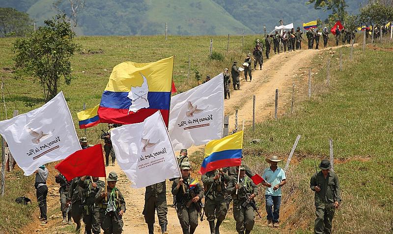 Membros da então guerrilha FARC no dia da entrega das armas às Nações Unidas, em 2017