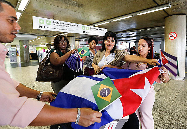 More than 400 of the 1,400 Cuban doctors who worked in São Paulo started to return home on Saturday