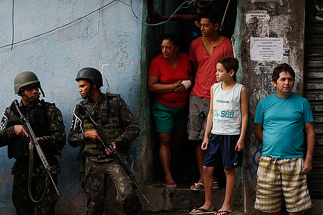Menos educação e ciência, mais armas e balas: jovens da periferia são vitimas da mão repressiva e armada do Estado