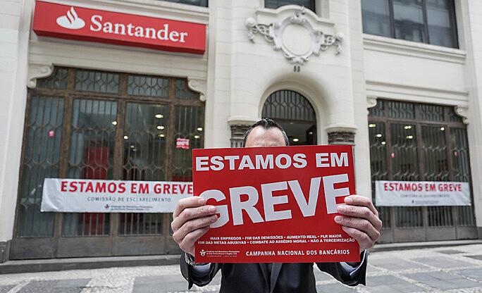 Bancários em greve farão manifestação em São Paulo, na Rua São Bento, centro da cidade
