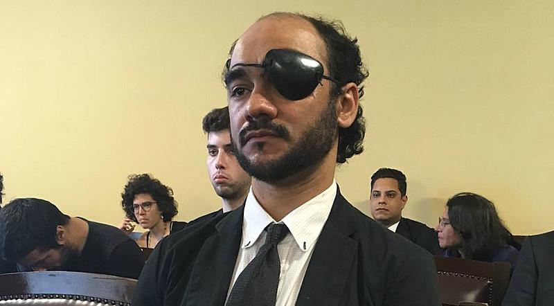 Sérgio Silva usou um tampão de pirata no julgamento, símbolo da campanha Piratas Urbanos