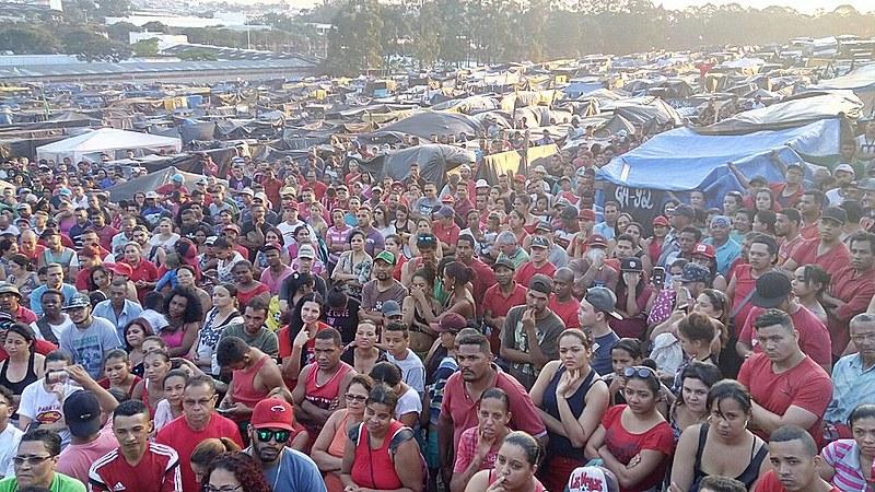 Marcha que ocorre nesta tarde visa tentar abrir diálogo com o prefeito da cidade Orlando Morando (PSDB)