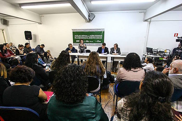 Evento discutiu processos políticos do governo ilegítimo de Michel Temer e o avanço da PEC 241, votada ontem