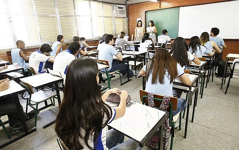 """""""É fantasioso imaginar que todas as escolas de ensino médio serão também escolas de formação profissional"""", diz educador"""