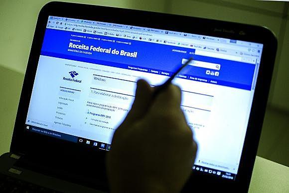 Declaração do imposto 2017 pode ser feita pela página da Receita Federal e por aplicativos no celular