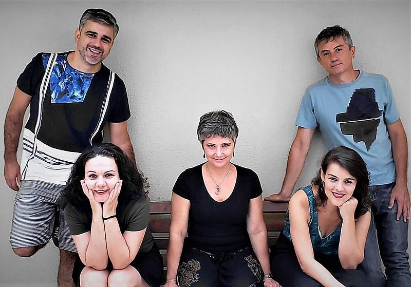 Grupo paranaense é conhecido pela ousadia e experimentação musical