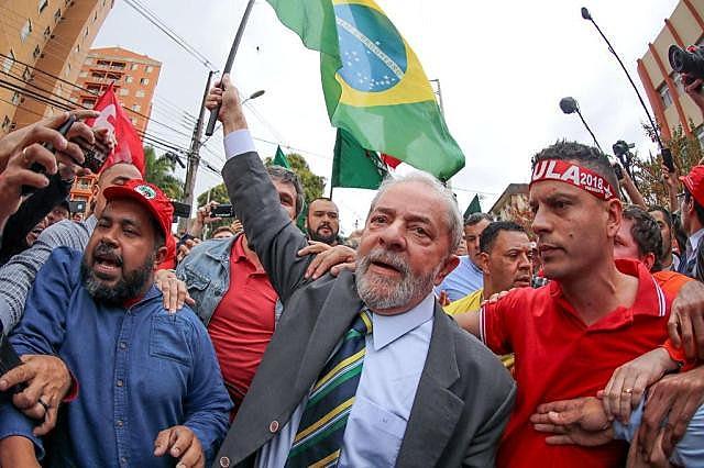 """""""Foi com a força da verdade que Lula se apresentou. A justiça midiática que o sacaneou"""""""