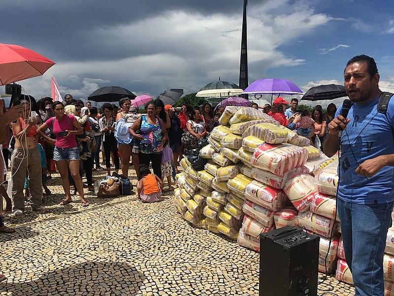 As organizações levaram alimentos no valor de R$ 4,3 mil, que serão distribuídos para os membros de movimentos de moradia