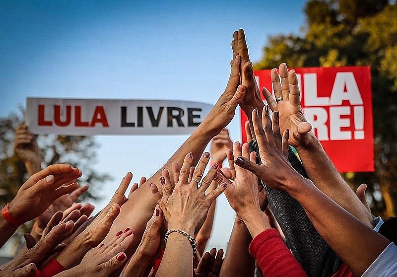 Ex-presidente Lula segue preso, na sede da Polícia Federal, em Curitiba, desde o dia 7 de abril