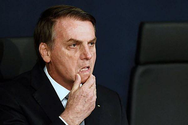 Bolsonaro coleciona recuos em seu primeiro ano de mandato