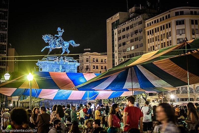 Atualmente, o evento reúne cerca de 2 mil pessoas por semana. Mas começou menor, há três anos, em um pequeno bar no Bairro de Fátima
