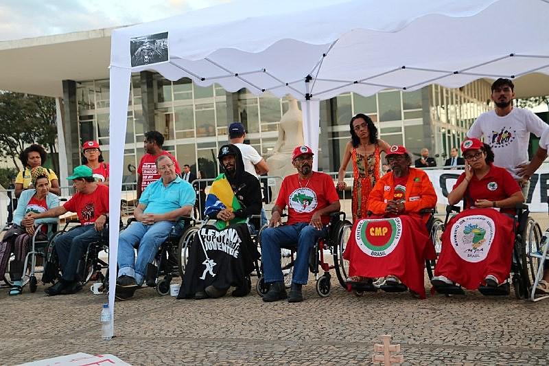 Grevistas chegam ao 26º dia de greve neste sábado (25)