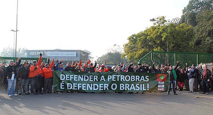 Manifestação foi realizada na entrada de turno, na manhã desta quarta-feira (17)