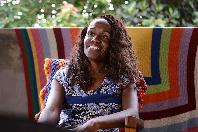 Cláudia Borges, uma das entrevistadas para o documentário, trança cabelos desde os 12 anos