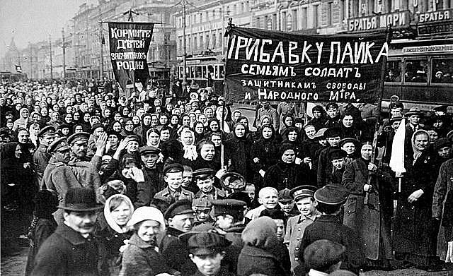 Cerca de 70 mil mulheres estavam na linha de frente dos quadros militares, durante os primeiros anos de formação do Exército Vermelho
