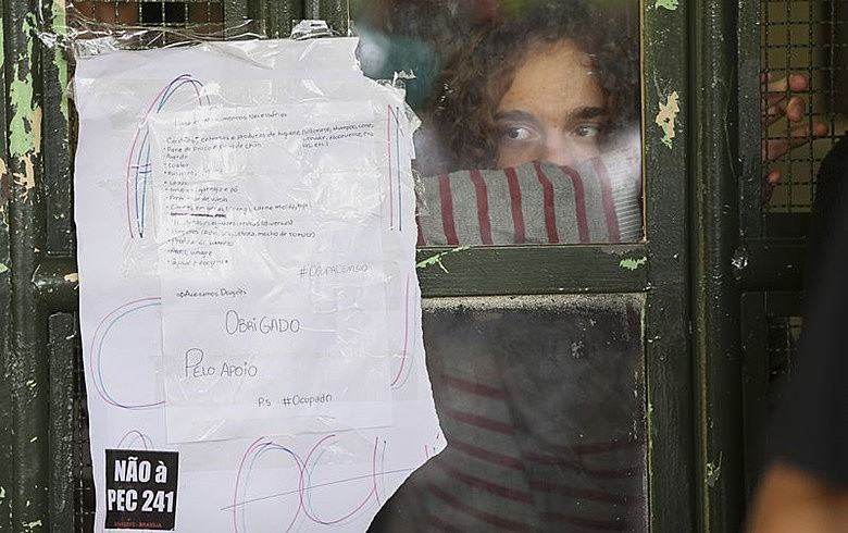 Estudantes passaram a ocupar escolas como forma de protesto contra a PEC 241 e a MP da reforma do ensino médio