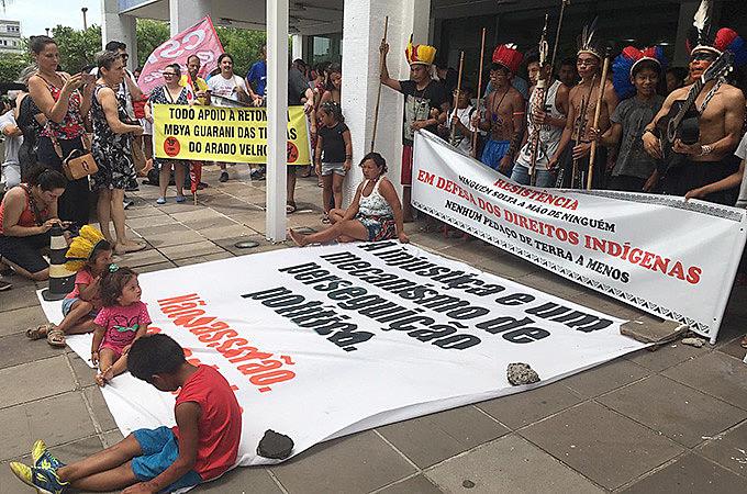 Indígenas e quilombolas fizeram ato em Porto Alegre, no dia 16/01, contra o genocídio dos povos originários e contra as medidas do governo