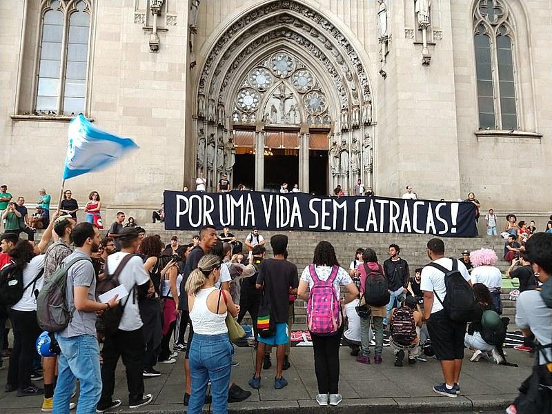 Protesto seguiu pelas ruas do centro mesmo sob chuva. MPL promete voltar às ruas na próxima semana