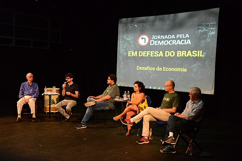 Ignácio Zurita, Guilherme Mello, Juliane Furno, Giorgio Romano e Nelson Machado presentes no debate