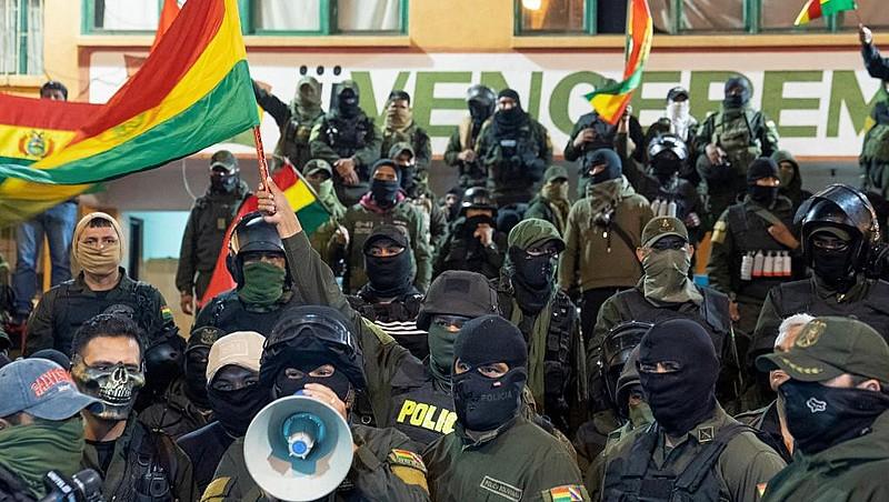 """""""É um golpe profundamente racista"""", denuncia militante do movimento Feminismo Comunitário Antipatriarcal da Bolívia"""
