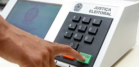 As urnas eletrônicas sempre despertaram desconfiança no Brasil e internacionalmente