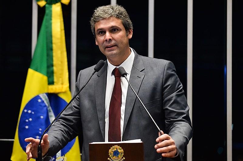 Senador Lindbergh Farias avaliou que Congresso Nacional não tem condições de continuar deliberando matérias deste governo