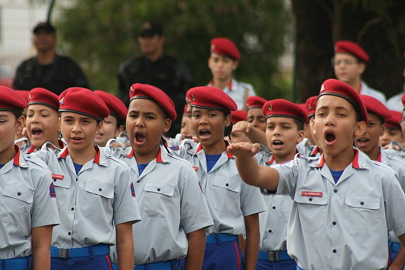 Governo do Distrito Federal decide transformar quatro escolas estaduais em colégios militares