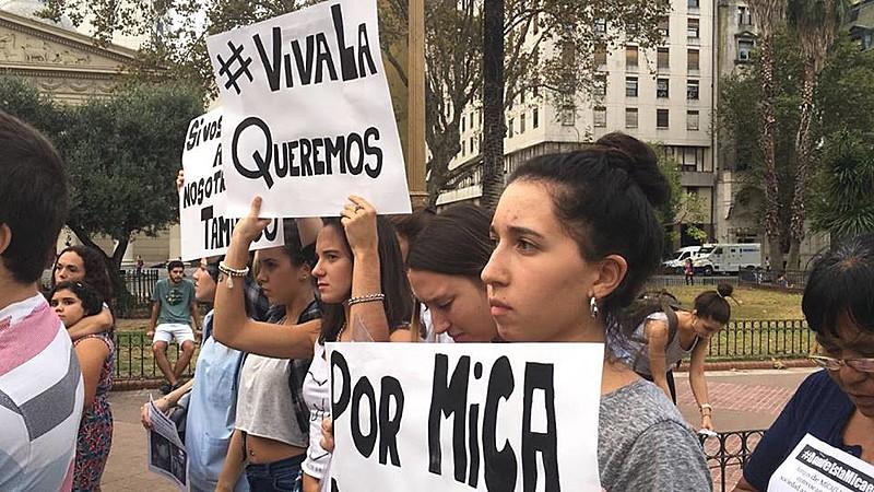 Protesto na Praça de Maio, na sexta-feira (7), quando ainda estavam sendo feitas buscas por Micaela García
