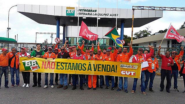 Petroleros se posicionan contra la venta da Petrobras