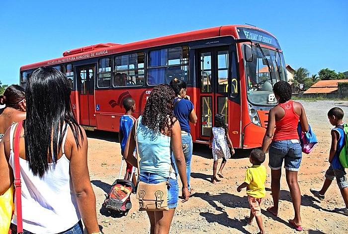 Centenas de pessoas ficaram sem transporte depois que a Justiça proibiu ônibus gratuito em Maricá