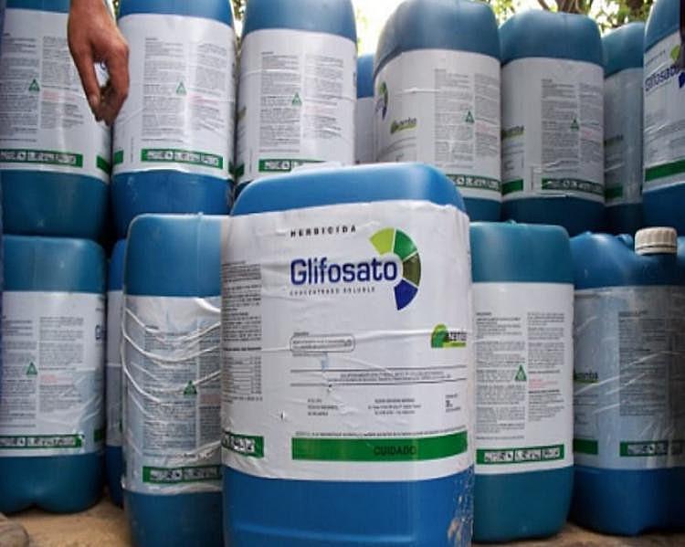 Foram proibidos no Brasil o carbofurano, cihexatina, endossulfam, forato, metamidofós, parationa metílica e triclorfom