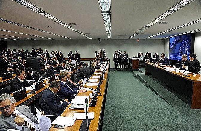 Comissão Mista de Orçamento (CMO) durante sessão no Congresso; colegiado reúne deputados e senadores