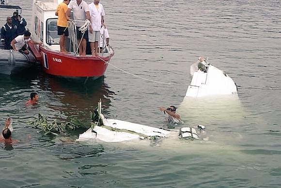 Corpo de Bombeiros confirmou o resgate dos cinco corpos que estavam no avião