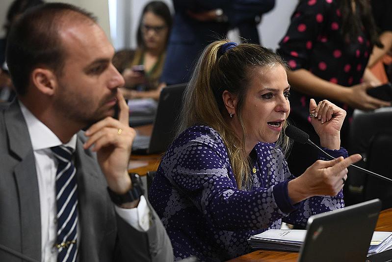 Polarizada, CPMI conta com articulação direta de Eduardo Bolsonaro, líder do partido do presidente, em confronto com opositores e centrão