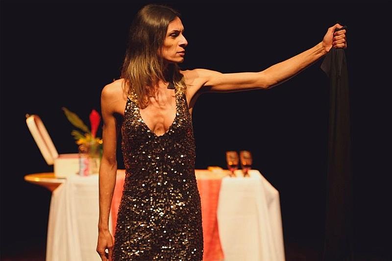 A atriz Renata Carvalho no palco