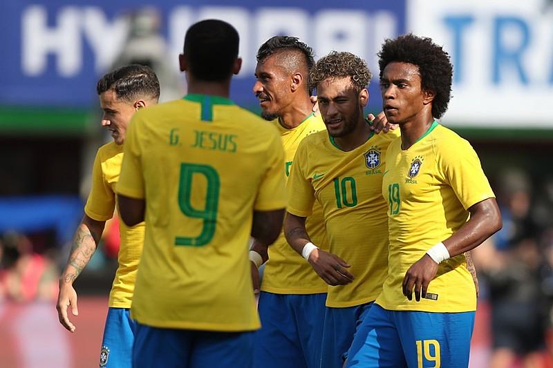 Se decidir abrir mão do quarteto ofensivo, Tite deve promover a entrada de Fernandinho no lugar de Willian (direita) ou Paulinho (centro)