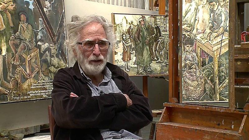 O artista Gershon Knispel concede entrevista em seu ateliê, em São Paulo