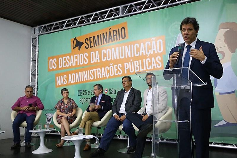 Em noite de abertura de seminário sobre comunicação na administração pública, gestore públicos debateram o tema